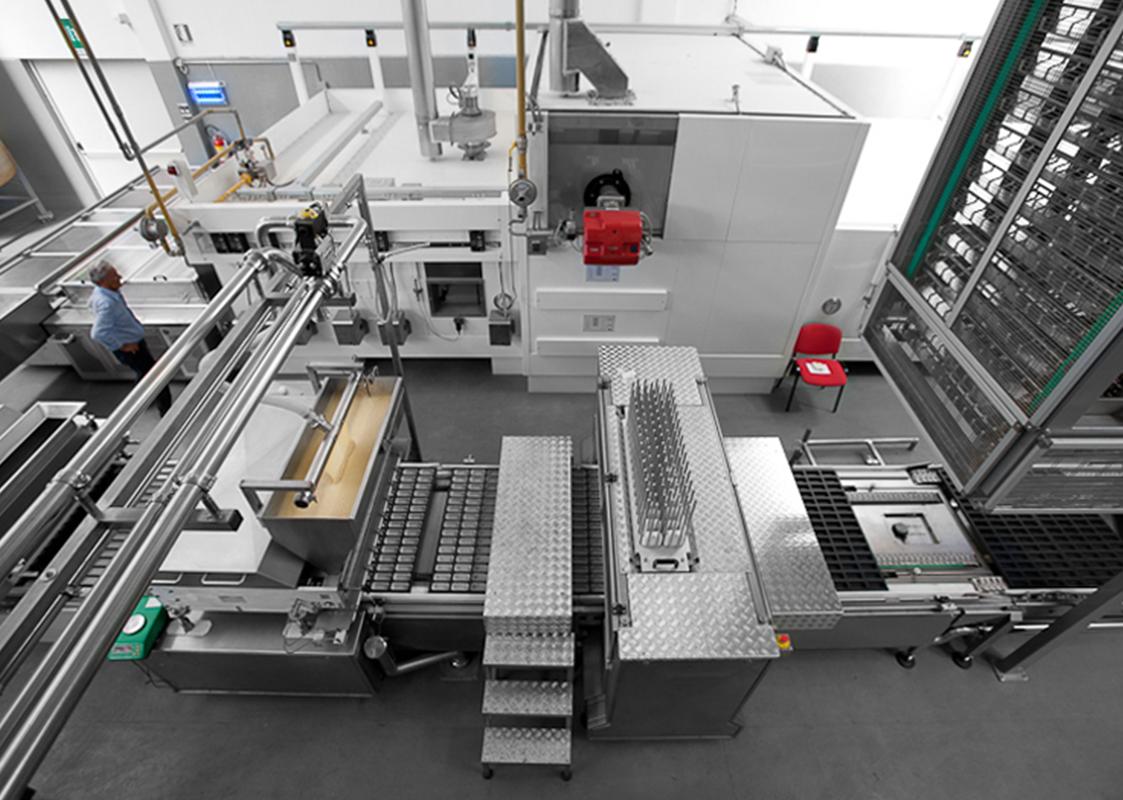 Cakes automatic production line